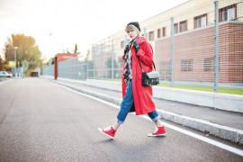 Кроссовки и пальто: Моветон или лейтмотив?