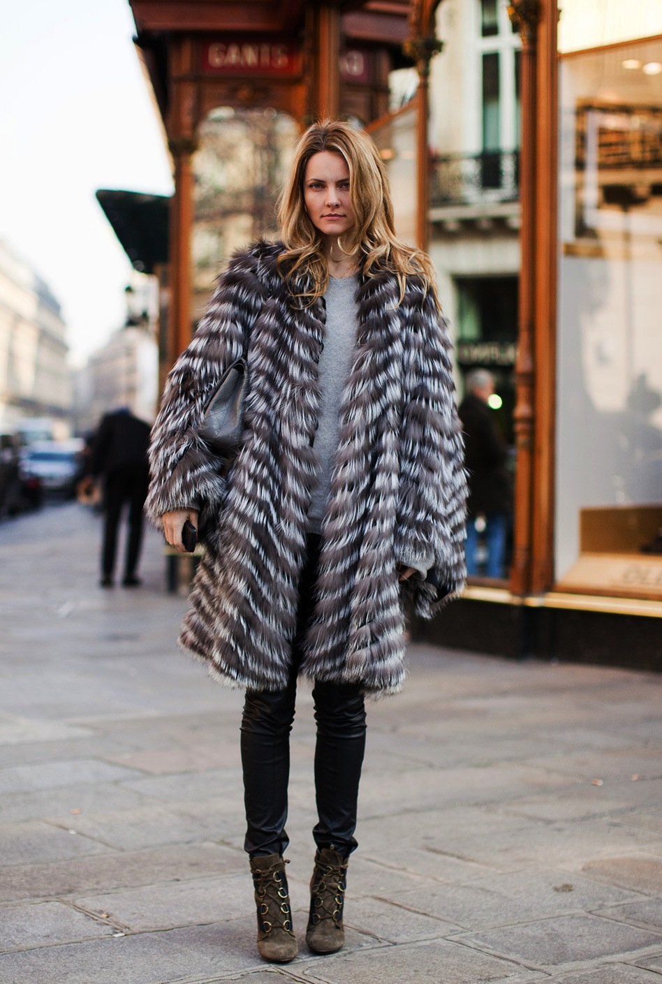Streetstyle-fur-coat-with-leather-pants-Paris