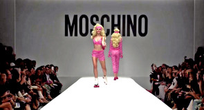 Ожившие куклы Барби в новой коллекции Moschino