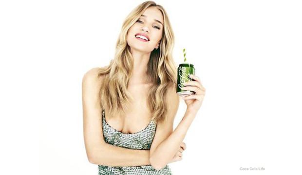Рози Хантингтон-Уайтли представляет новый формат Coca-Cola