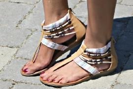 Модные размышления о том, с чем обычно носят босоножки без каблука